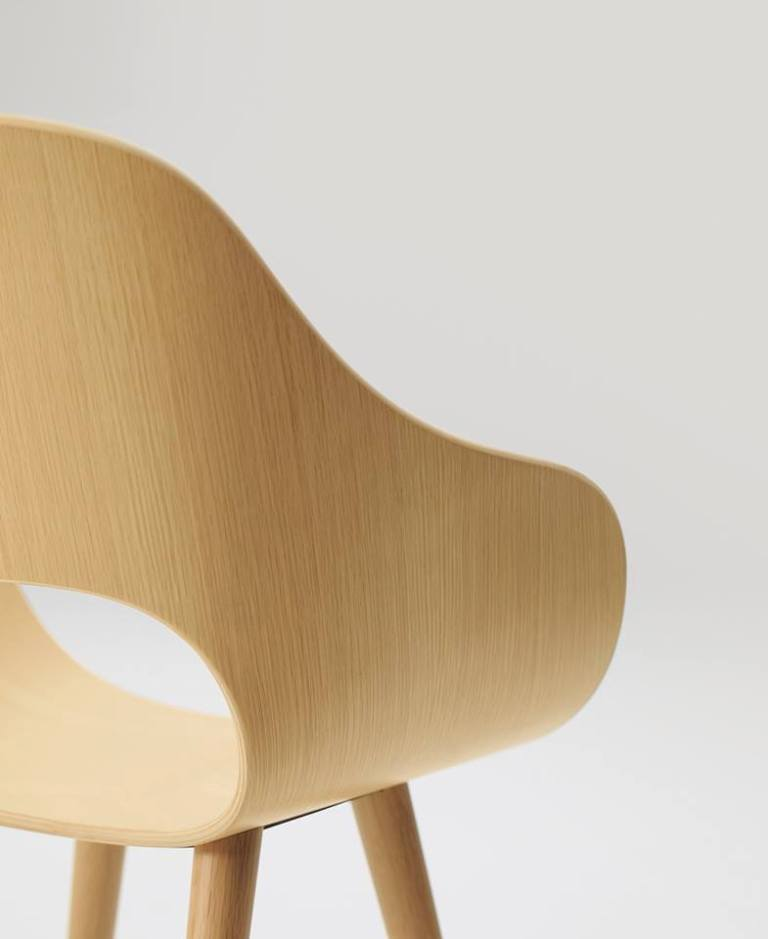 Roundish Arm Chair designed by Naoto Fukasawa for Maruni (2018)