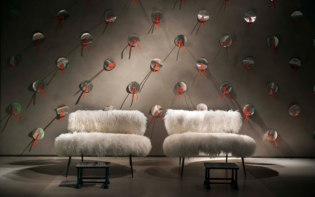Line Nepal Mama (artificial fur of the Mongolian sheep ) designed by Paola Navone for Baxter