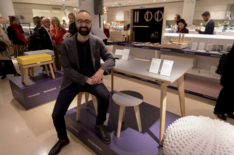 Stefano Carta Vasconcellos  with his products ItaloDesk  and Valdo stool in Rinascente