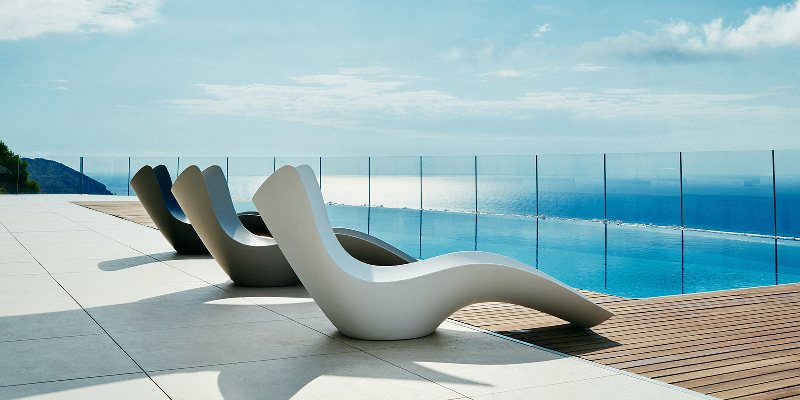 SURF sun chaise designed by Karim Rashid for Vondom