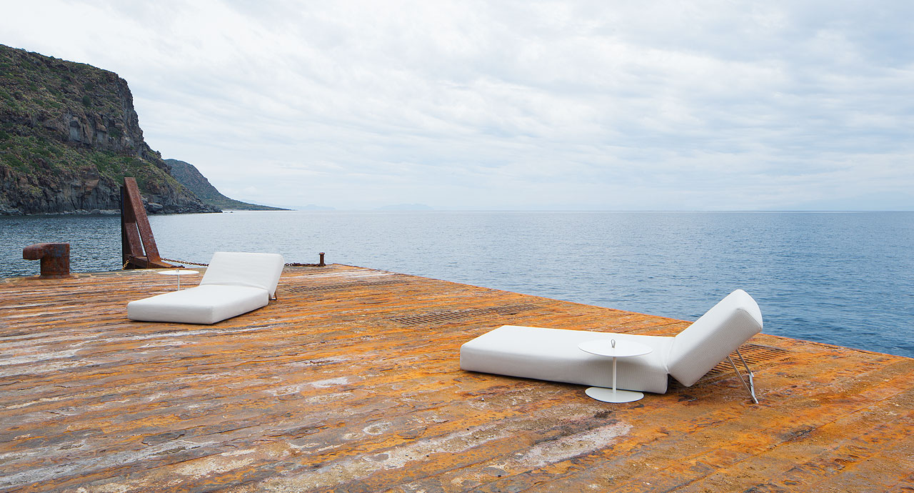 Swell sun bed designed by CRS Paola Lenti for PAOLA LENTI