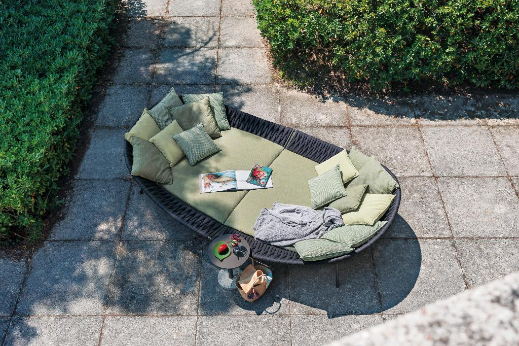 ARENA 001 daybed designed by Gordon Guillaumier for RODA