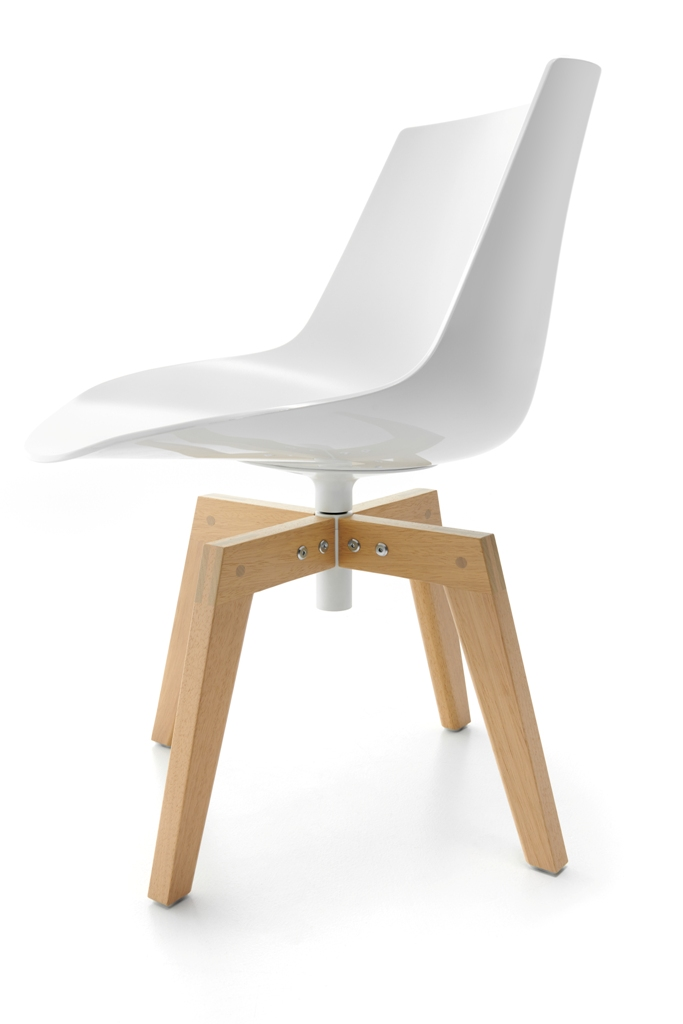 Flow Chair Iroko, design  Jean Marie Massaud (2020)